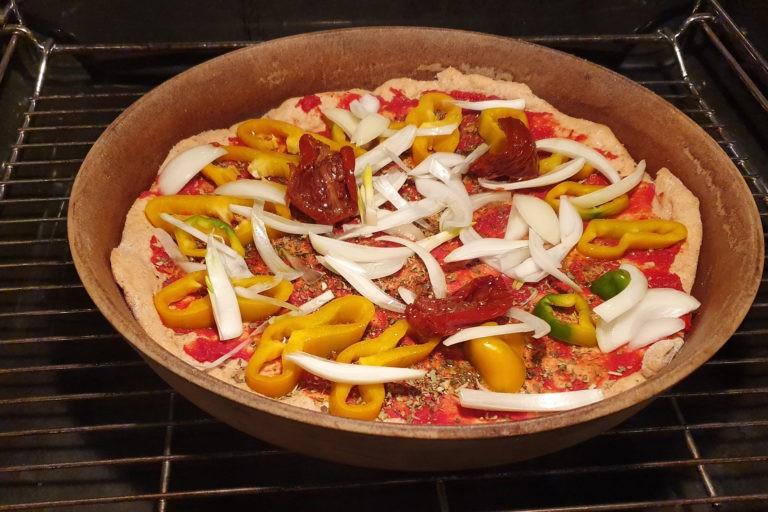 rohe Pizza im Ofen