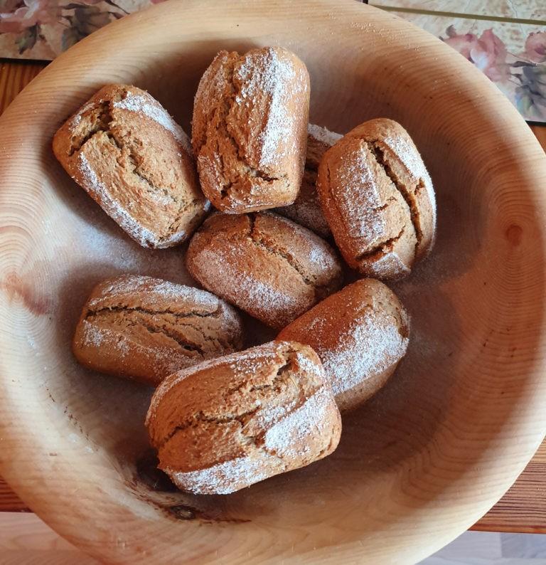Broetchen in Holzschale